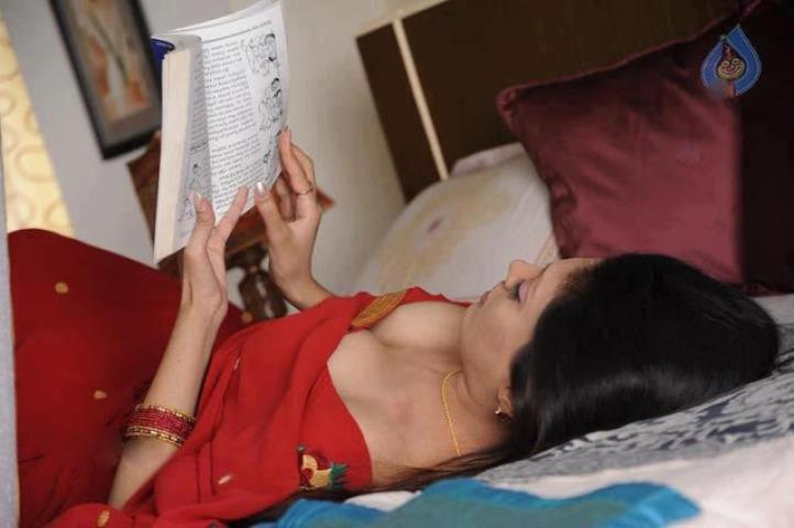 bangla panu choti golpo পায়জামাটা সরাতেই লোমশ ভোদাটা দেখতে পেলাম