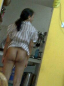 aunty showing her ass