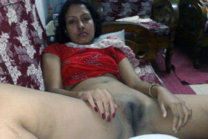 shaved indian aunty pussy